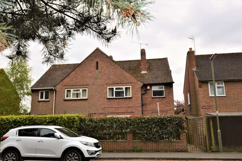 3 Bedrooms Semi Detached House for sale in Knaphill, Woking
