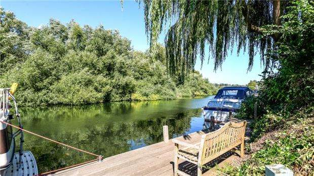 4 Bedrooms Detached House for sale in Frogmill, Henley-On-Thames