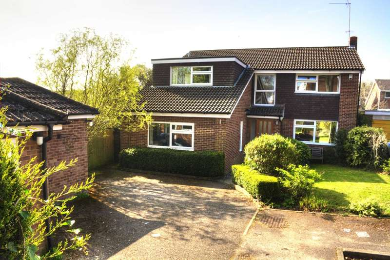 4 Bedrooms Detached House for sale in Conniston Close, West Marlow