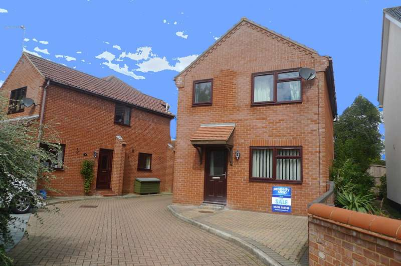 3 Bedrooms House for sale in Old Foundry Court, Acle, Norwich, NR13