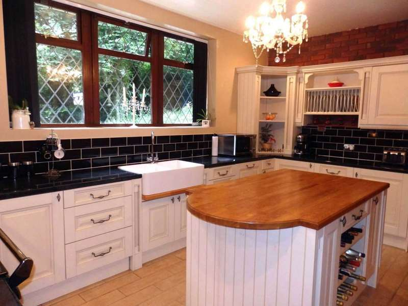 2 Bedrooms Detached House for sale in Chorley New Road, Heaton