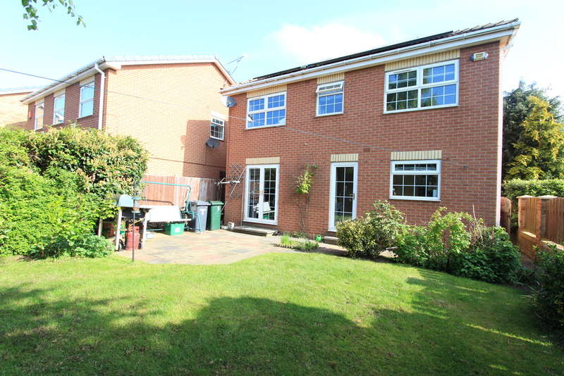 4 Bedrooms Detached House for sale in Blenheim Drive, Finningley