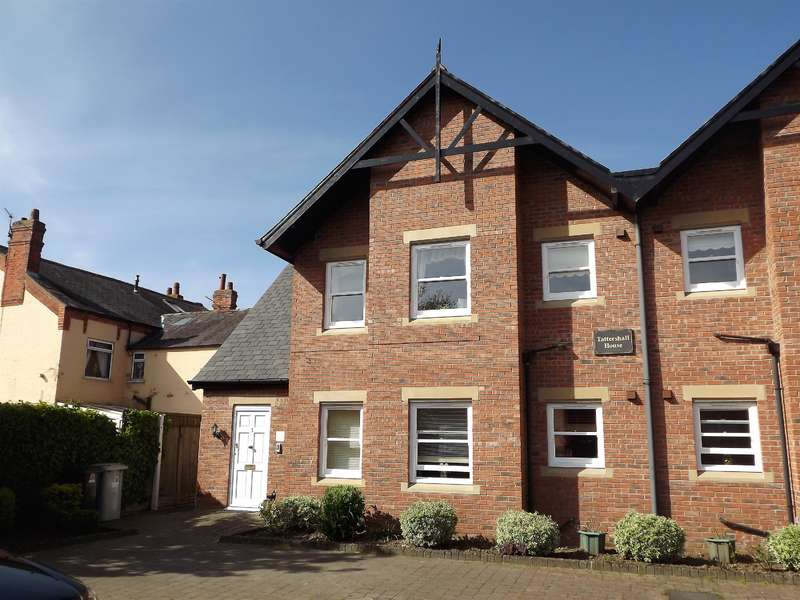 2 Bedrooms Flat for sale in Tattershall Road, Woodhall Spa, LN10 6TT