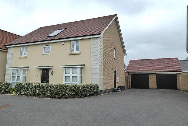 4 Bedrooms Detached House for sale in Towpath Avenue, Pineham Lock, Northampton, NN4