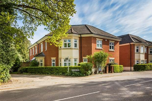 3 Bedrooms Town House for sale in Hook Heath Avenue, Woking, Surrey