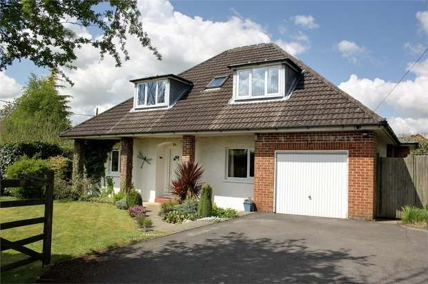 4 Bedrooms Detached House for sale in Blackberry Lane, Four Marks, Alton, Hampshire