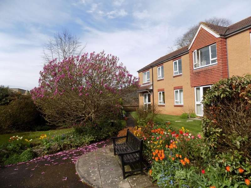 2 Bedrooms Flat for sale in The Lodge, Wrington