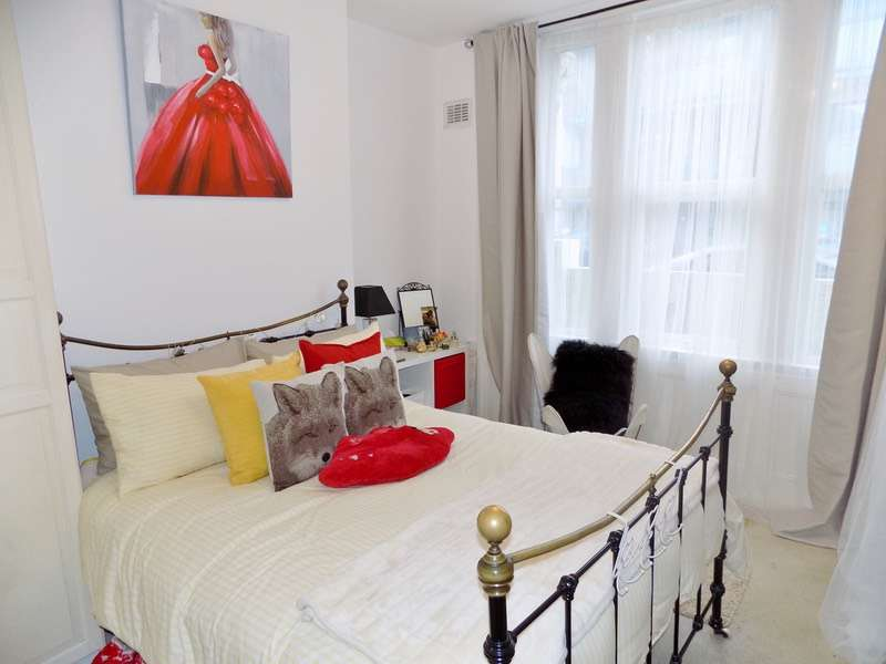 2 Bedrooms Flat for sale in St. Marys Road, London, London, NW10