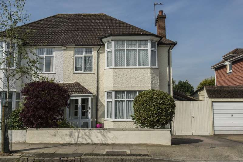 4 Bedrooms Semi Detached House for sale in Sunningdale road, Bromley, Kent, BR1