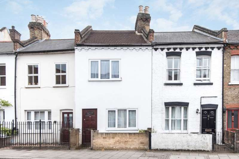 2 Bedrooms Cottage House for sale in Staines Road, Twickenham, TW2