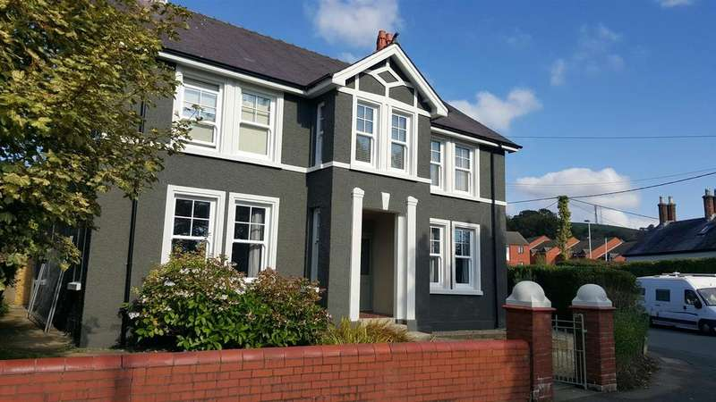 4 Bedrooms Detached House for sale in The Grove, Carmarthen