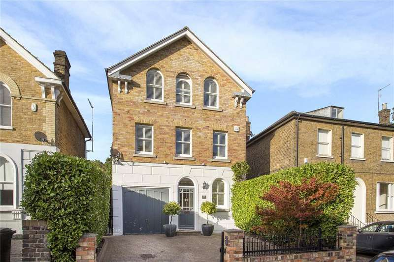 4 Bedrooms Detached House for sale in Queens Road, Buckhurst Hill, Essex, IG9