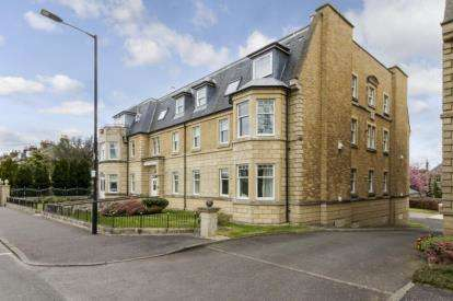 2 Bedrooms Flat for sale in Victoria Place, Stirling