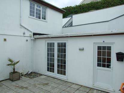 2 Bedrooms Flat for sale in Pentire Crescent, Newquay, Cornwall