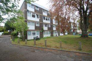 3 Bedrooms Maisonette Flat for sale in Kingslee Court, 17 Worcester Road, Sutton