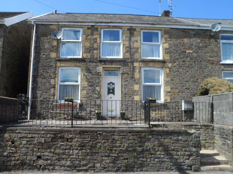 3 Bedrooms Property for sale in Wern Road, Ystalyfera, Swansea