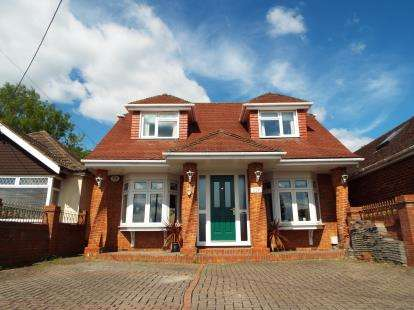 4 Bedrooms Bungalow for sale in Fair Oak, Eastleigh, Hampshire