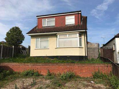 4 Bedrooms Detached House for sale in Leigh-On-Sea, Essex, England