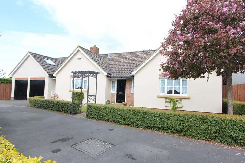 4 Bedrooms Detached Bungalow for sale in Great village location in Winscombe