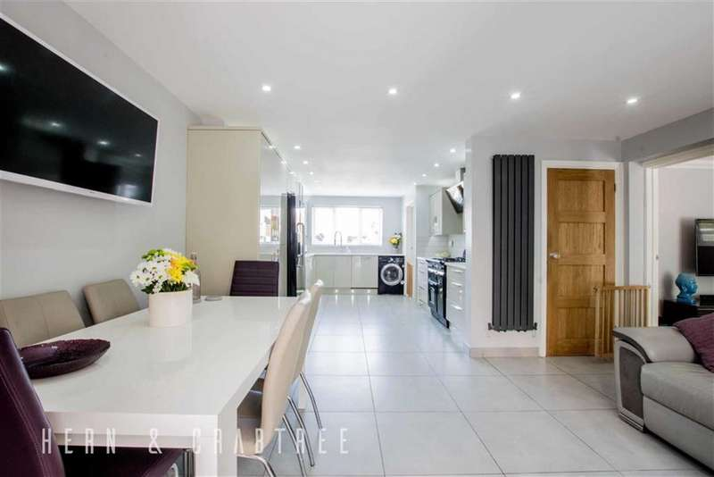 3 Bedrooms Property for sale in Duxford Close, Radyr Way, Cardiff