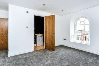 2 Bedrooms Flat for sale in Orme Court, 2 Abbey Road, Llanduno, Conwy, LL30