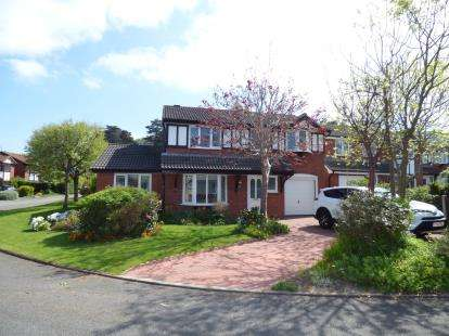 4 Bedrooms Detached House for sale in Queens Gardens, Llandudno, Conwy, North Wales, LL30