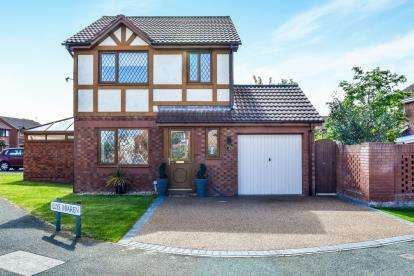 3 Bedrooms Detached House for sale in Lon Bedw, Rhyl, Denbighshire, LL18