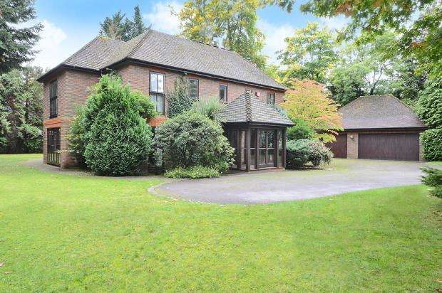 5 Bedrooms Detached House for sale in Esher, Surrey