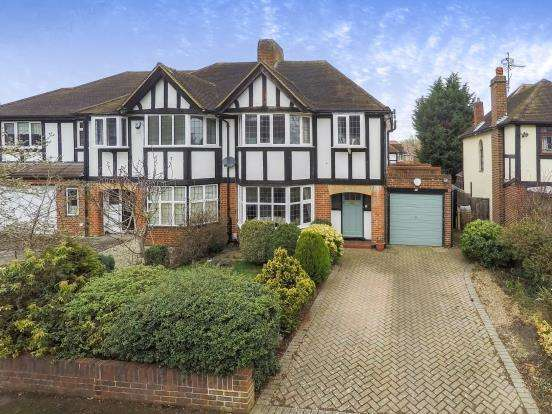 3 Bedrooms Semi Detached House for sale in Hinchley Wood, Surrey