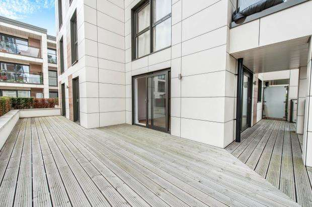 2 Bedrooms Flat for sale in Kingston Upon Thames, Surrey, England