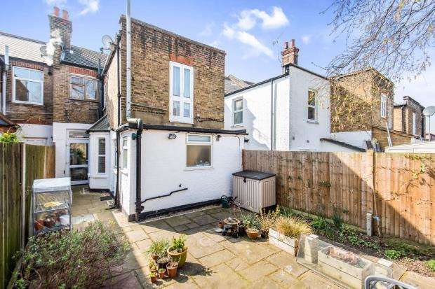 1 Bedroom Flat for sale in Surbiton, Surrey, England