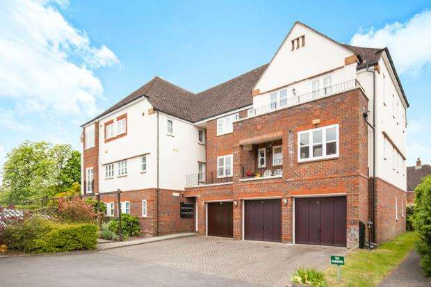 1 Bedroom Flat for sale in Pyrford, Surrey