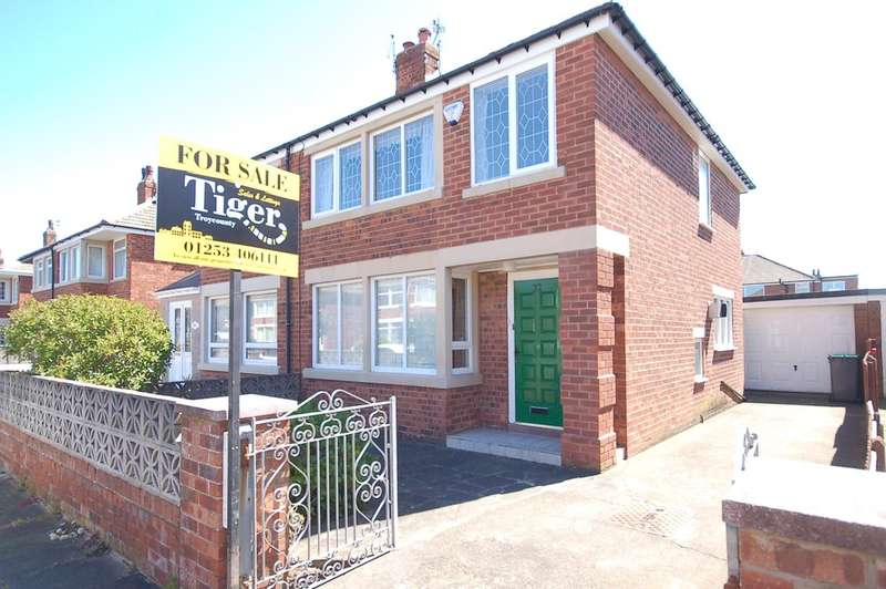 3 Bedrooms Semi Detached House for sale in Helens Close, Blackpool