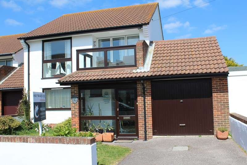 3 Bedrooms Detached House for sale in Castle Close, Milford On Sea, Lymington