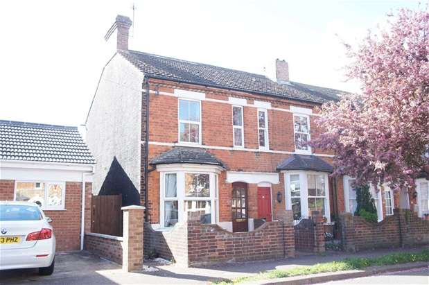2 Bedrooms Terraced House for sale in Queen Alexandra Road, Bedford