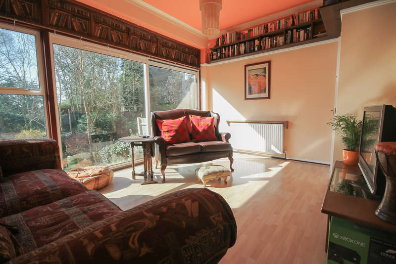 3 Bedrooms End Of Terrace House for sale in Fairfield Road, East Grinstead