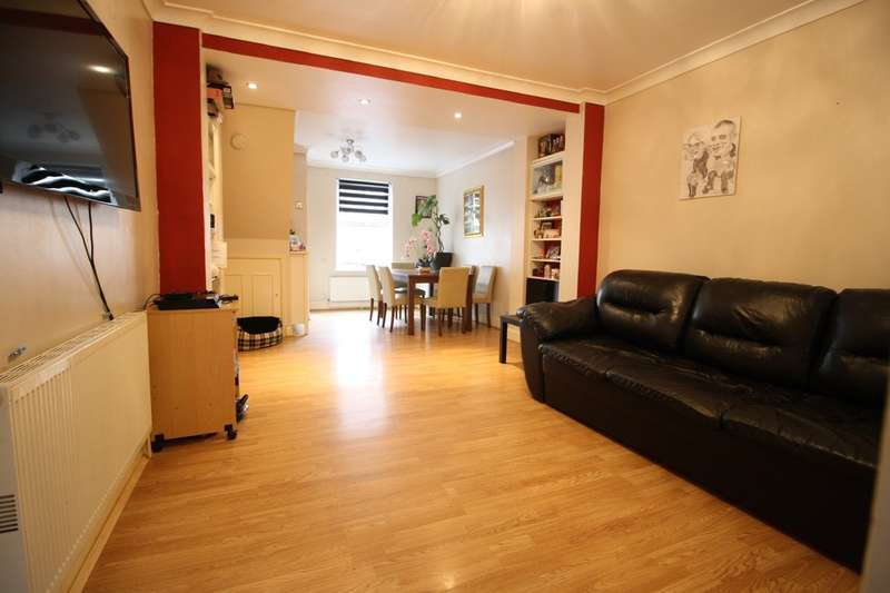 2 Bedrooms Terraced House for sale in Wood Street, Grays