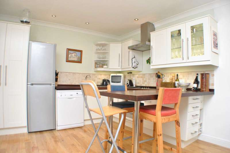 2 Bedrooms Flat for sale in Arden Court, Dover Street