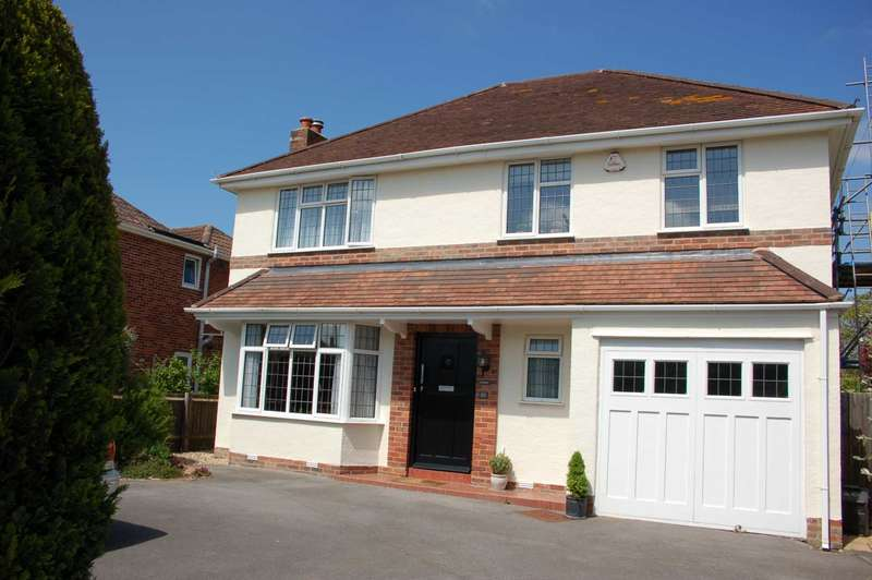 4 Bedrooms Detached House for sale in Parkfeild Drive, Taunton