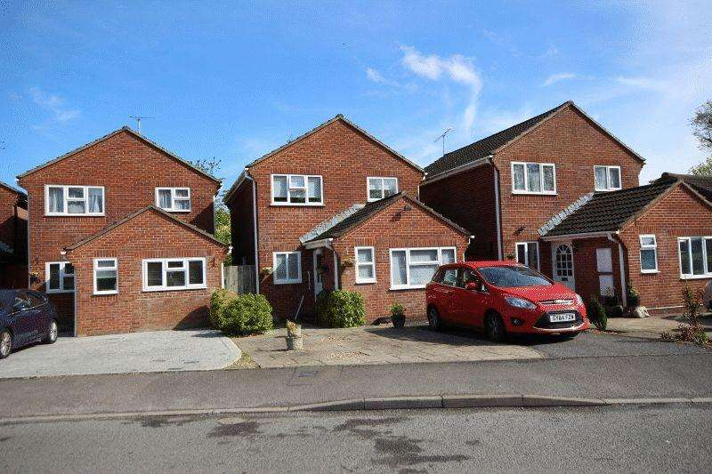 3 Bedrooms Detached House for sale in Larch Way, Haywards Heath