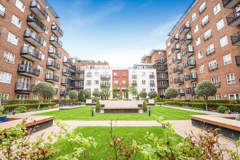 1 Bedroom Flat for sale in Royal Quarter, Bramber House, Kingston Upon Thames