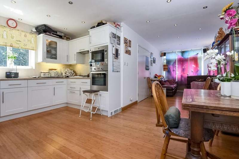 4 Bedrooms Terraced House for sale in Yeats Close, Eliot Park, Lewisham, SE13