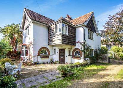 5 Bedrooms Detached House for sale in Poole, Dorset, England