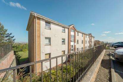 2 Bedrooms Flat for sale in Croftside Avenue, Glasgow, Lanarkshire