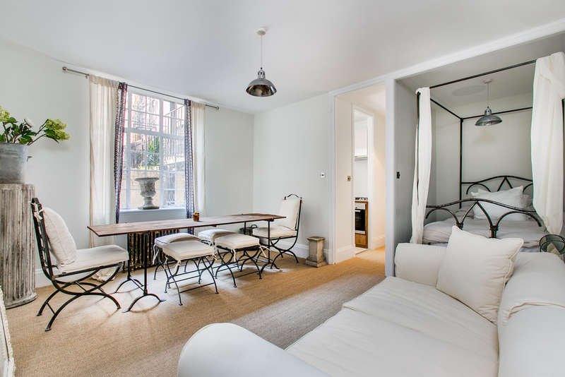 Flat for sale in Daver Court, SW3