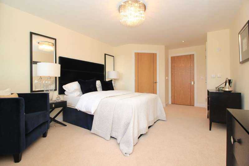 2 Bedrooms Flat for sale in Folland Court Hamble Lane, Hamble, Southampton, SO31