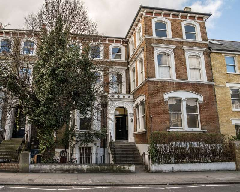 2 Bedrooms Flat for sale in St Quintin Ave, London, W10