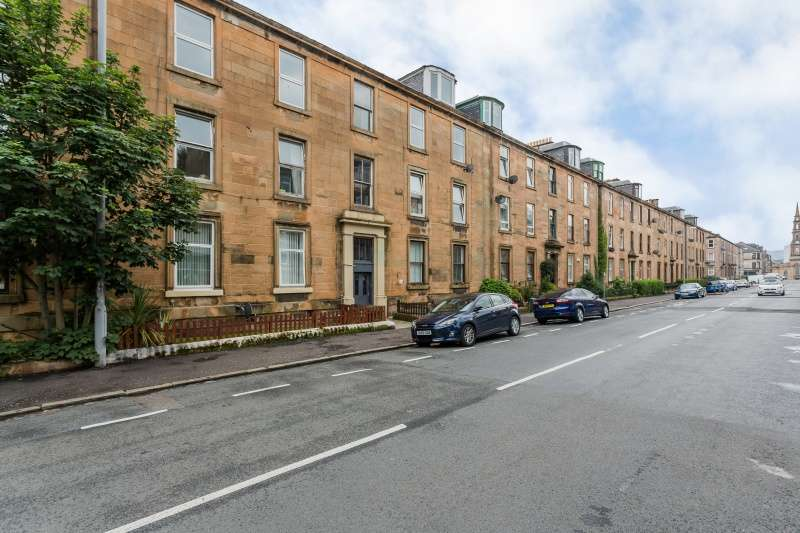 4 Bedrooms Flat for sale in Brisbane Street, Greenock, Inverclyde, PA16 8LR