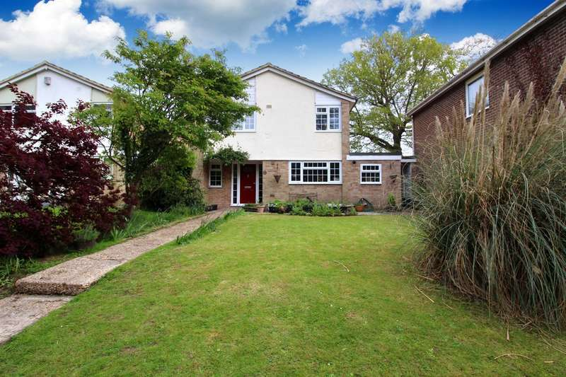 4 Bedrooms Detached House for sale in Stirling Way, Horsham
