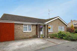 3 Bedrooms Bungalow for sale in Downland Road, Upper Beeding, Steyning, West Sussex